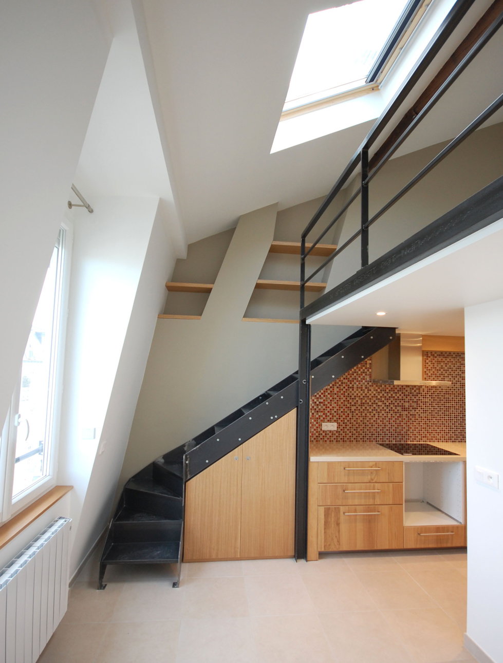 r cup rer les combles du studio. Black Bedroom Furniture Sets. Home Design Ideas